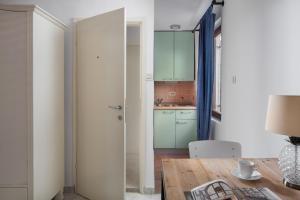 Кухня или мини-кухня в Villa Cissa Apartments by Irundo