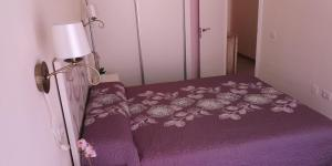 A bed or beds in a room at Marejada Apartment