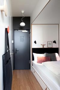 Un ou plusieurs lits dans un hébergement de l'établissement Zoku Amsterdam