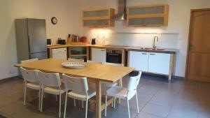 A kitchen or kitchenette at Gîte de l'estanquet