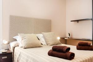A bed or beds in a room at Dream Gracia Apartments