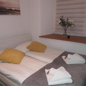 Łóżko lub łóżka w pokoju w obiekcie Apartament na Szlaku