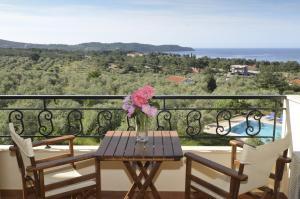 A balcony or terrace at Moonbeam Hotel