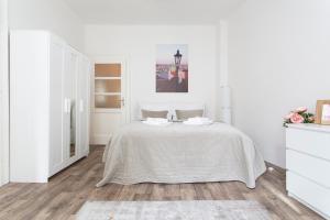 Tempat tidur dalam kamar di Lovely apartment in the city center