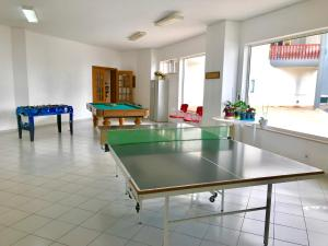 Ping-pong facilities at TIVOLI APARTMENT by Enjoy Portugal or nearby