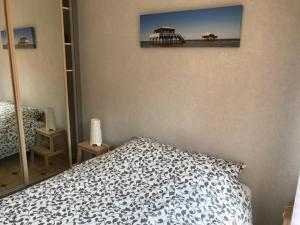 A bed or beds in a room at Appartement 64 m2 - 4/6 pers centre ARCACHON - Parking-