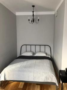 A bed or beds in a room at Cichy Apartament w Centrum