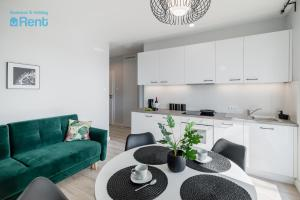 A kitchen or kitchenette at Business&HolidayRent Nowe Apartamenty