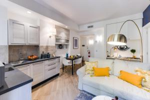 A kitchen or kitchenette at Sweet Inn - Moscova