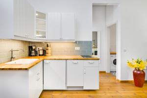 A kitchen or kitchenette at GreatStay Apartment - Melchiorstr.