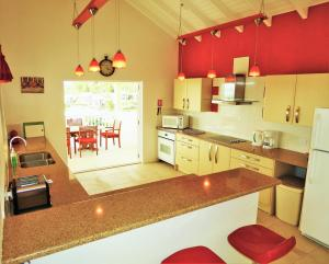 A kitchen or kitchenette at cactus house