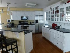 A kitchen or kitchenette at Ocean Side Single Family in Brant Beach 140118