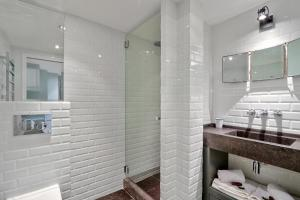 A bathroom at Pick A Flat's apartments in Saint Germain - Paul-Louis Courier