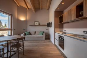 """A kitchen or kitchenette at COBUE """"Wine resort & Spa"""""""