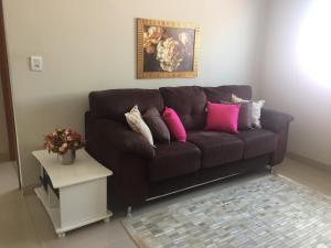 A seating area at Casa confortável para a família toda