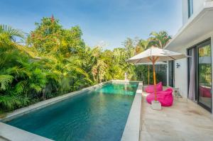 The swimming pool at or close to Villa Plumeria