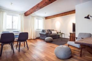 Ein Sitzbereich in der Unterkunft Exclusive Apartment Don Giovanni