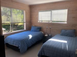 A bed or beds in a room at Manaia Cootage
