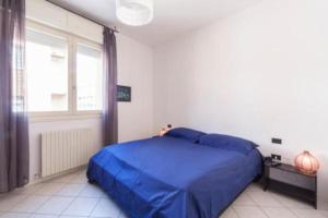 A bed or beds in a room at Appartamento Dossetti 21