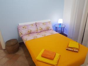 A bed or beds in a room at Orologio Apartment Palermo center