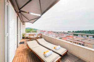 A balcony or terrace at Apartments Pera
