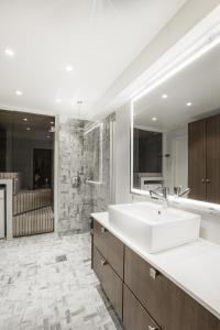 A bathroom at Helsinki City Center Residence 72m2 - Mikonkatu 25