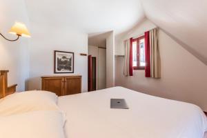 Llit o llits en una habitació de Résidence Pierre & Vacances Les Terrasses d'Azur