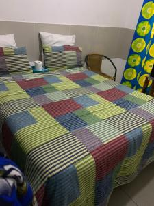 A bed or beds in a room at 1640