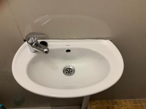 A bathroom at 1640