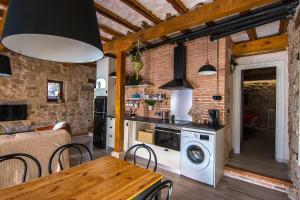 A kitchen or kitchenette at Casa Rural Tio Alberto