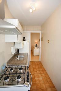 A kitchen or kitchenette at Mc Flats The Claridge