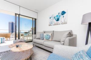 A seating area at Urbano Blanco Apartments