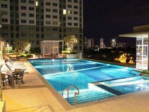 Бассейн в Lumpini Vacation Apartment или поблизости