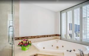 A bathroom at Ocean View Penthouse Suite - Surfers Paradise