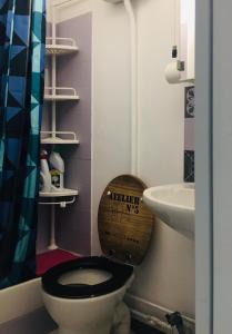 A bathroom at Studio Toulouse Centre Patte d'Oie