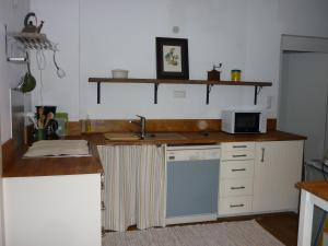 A kitchen or kitchenette at Apartment Kulovits