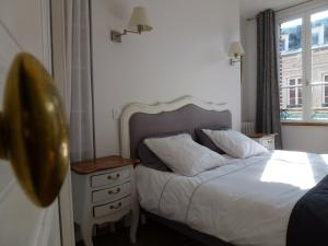 A bed or beds in a room at Le Charme à la Française
