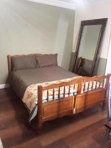 A bed or beds in a room at Athy Apartment
