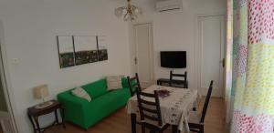 A seating area at Piso Zona Plaza España, junto a Montjuic,