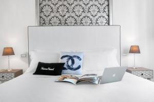 A bed or beds in a room at Maison Chanel Luxury & Pool