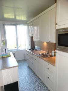 A kitchen or kitchenette at Appartement AanZee