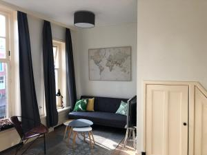 A seating area at Appartement Slapen in ♡ Leeuwarden