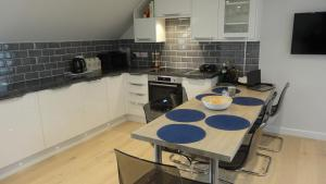 A kitchen or kitchenette at Aberlady Maltings