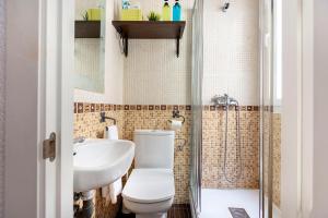 Ein Badezimmer in der Unterkunft LA CHULAPA
