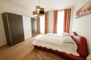 Ein Bett oder Betten in einem Zimmer der Unterkunft Rennweg 1 by Nikolax
