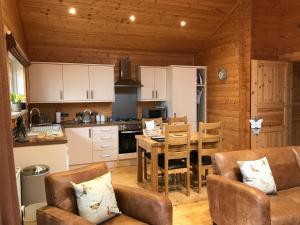 A kitchen or kitchenette at Hollybush Barn
