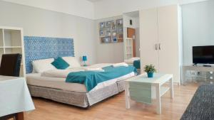 A bed or beds in a room at Akacfa Holiday Apartments