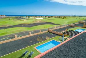 Uitzicht op het zwembad bij Villa Marisol of in de buurt