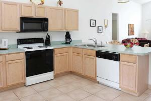 A kitchen or kitchenette at Sandpiper