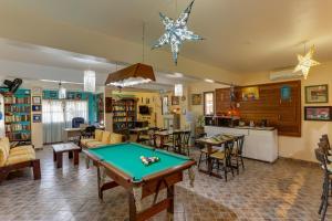 Mesa de billar en Lemuria Apart Hotel